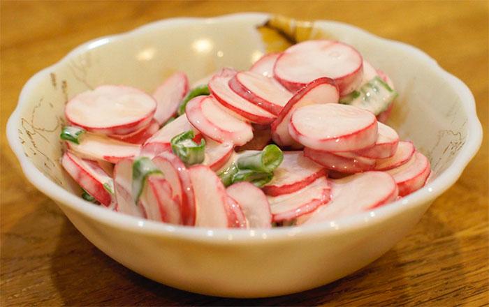 Салат из редиски со сметаной с