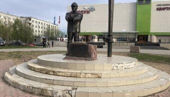 Этим летом будет обновлена площадь у памятника нефтянику